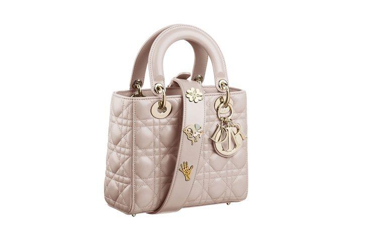 Lady Dior將在5月初開賣的My Lady Dior Star小羊皮幸運徽...
