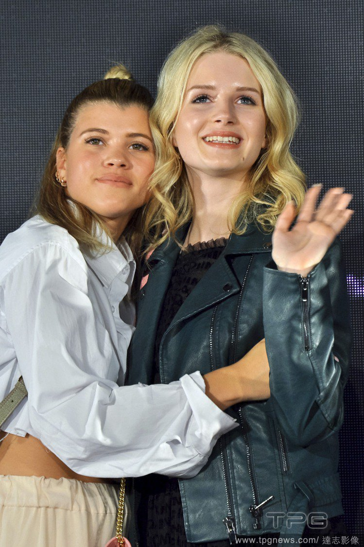 Sofia Richie(左)、Lottie Moss(右)。圖/達志影像