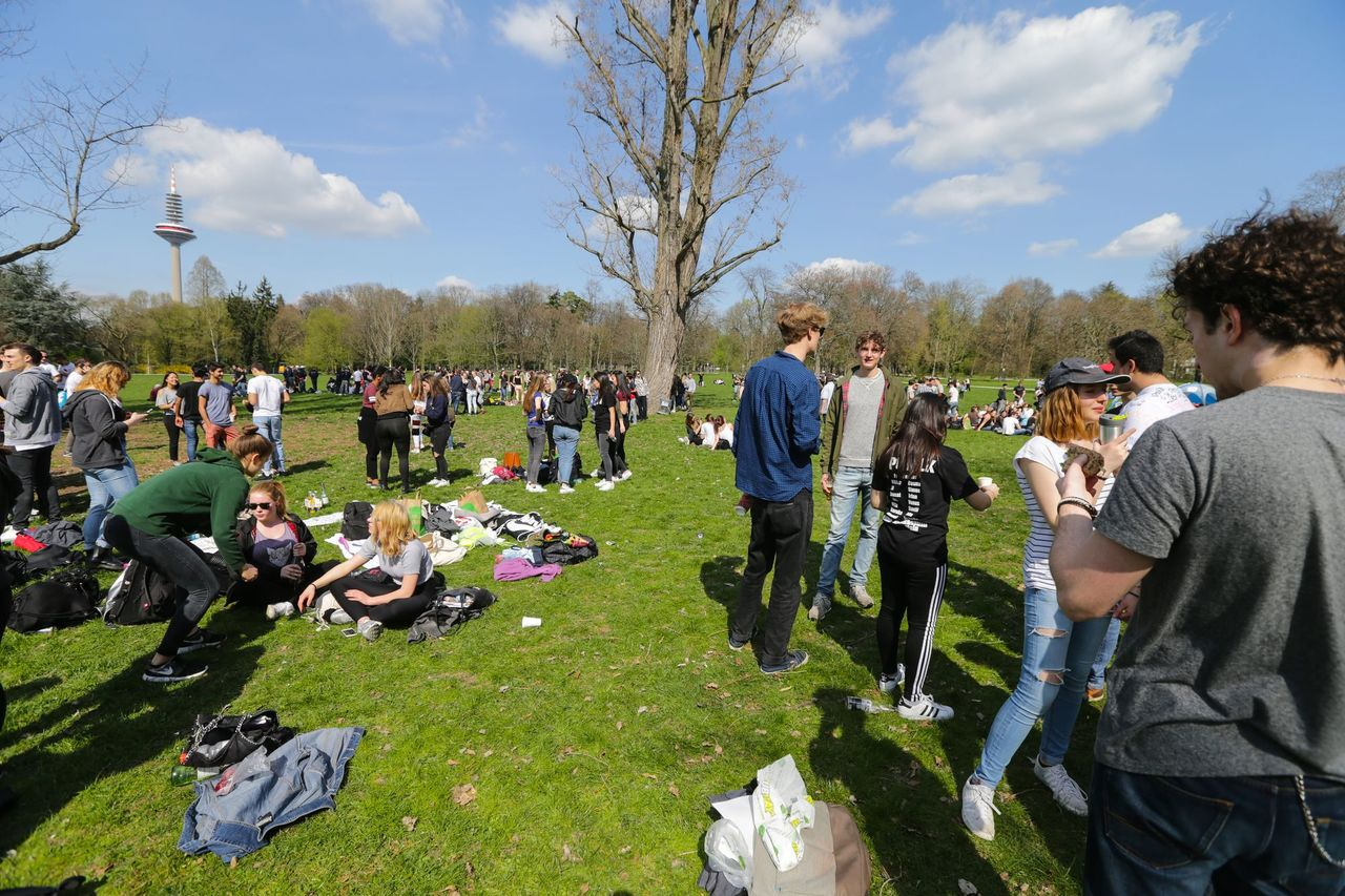 德國高中畢業生聚集派對。歐新社資料照