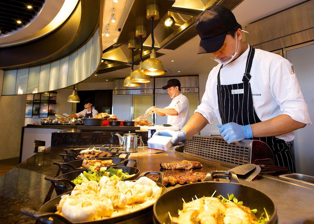 i River愛河牛排海鮮自助餐廳。 國賓/提供
