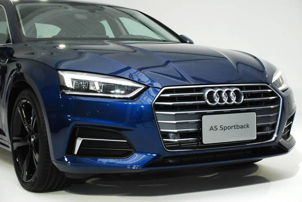 新世代Audi A5 Sportback Sport車頭家族式的設計,讓人一眼就可以知道這是台Audi。圖/記者林昱丞攝影
