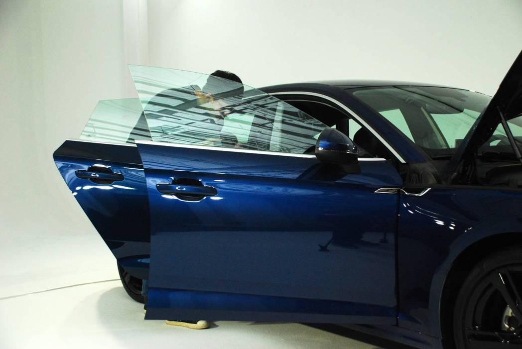新世代Audi A5 Sportback Sport使用無窗框設計。圖/記者林昱丞攝影