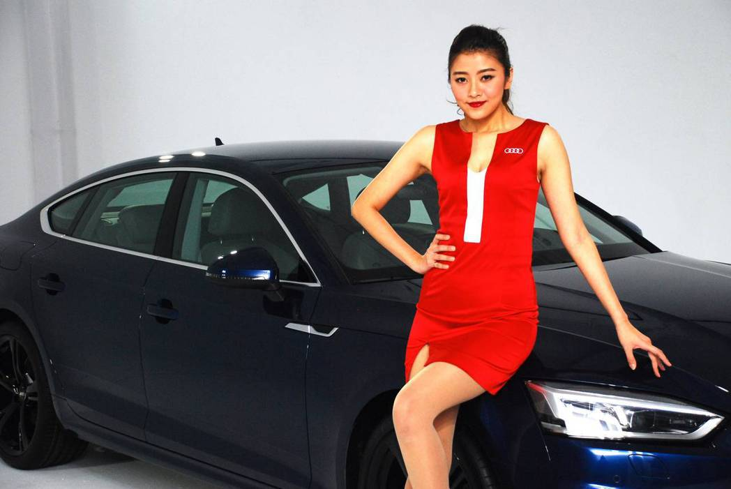 新世代Audi A5 Sportback Sport與美麗的模特兒。圖/記者林昱丞攝影