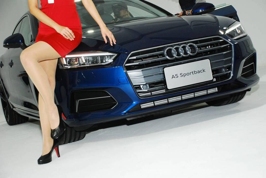 新世代Audi A5 Sportback Sport與美麗模特兒的腿。圖/記者林昱丞攝影
