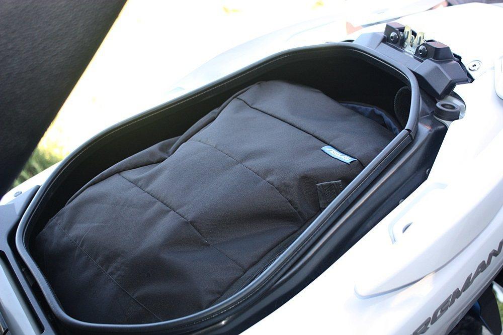 車箱放入筆電包不是問題。 記者林和謙/攝影