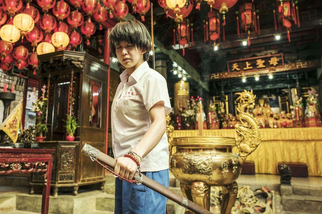 「通靈少女」主角郭書瑤在濟德宮演出片段。 圖/公共電視、HBO Asia提供