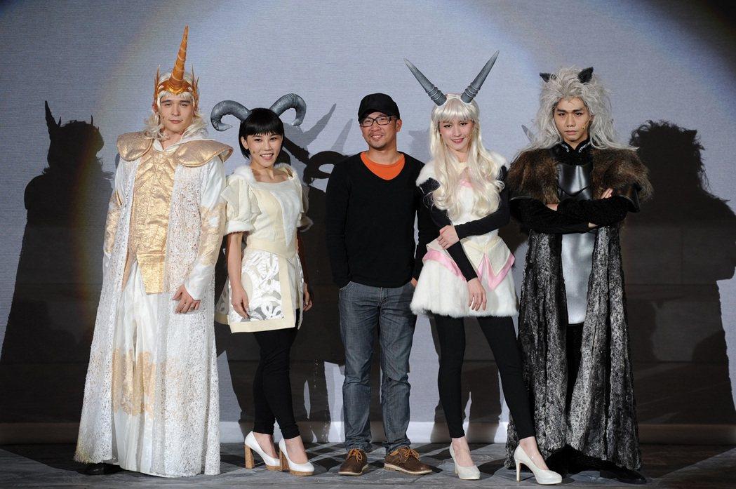 「千面惡女」音樂劇總彩,左起倪安東、李佳薇、導演、管罄和蔡旻佑。圖/寬宏提供