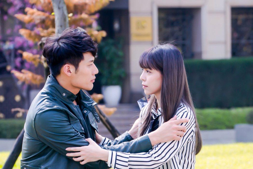 《最完美的女孩》主角張睿家與李毓芬拍吻戲頻頻NG。圖/海王天璽提供