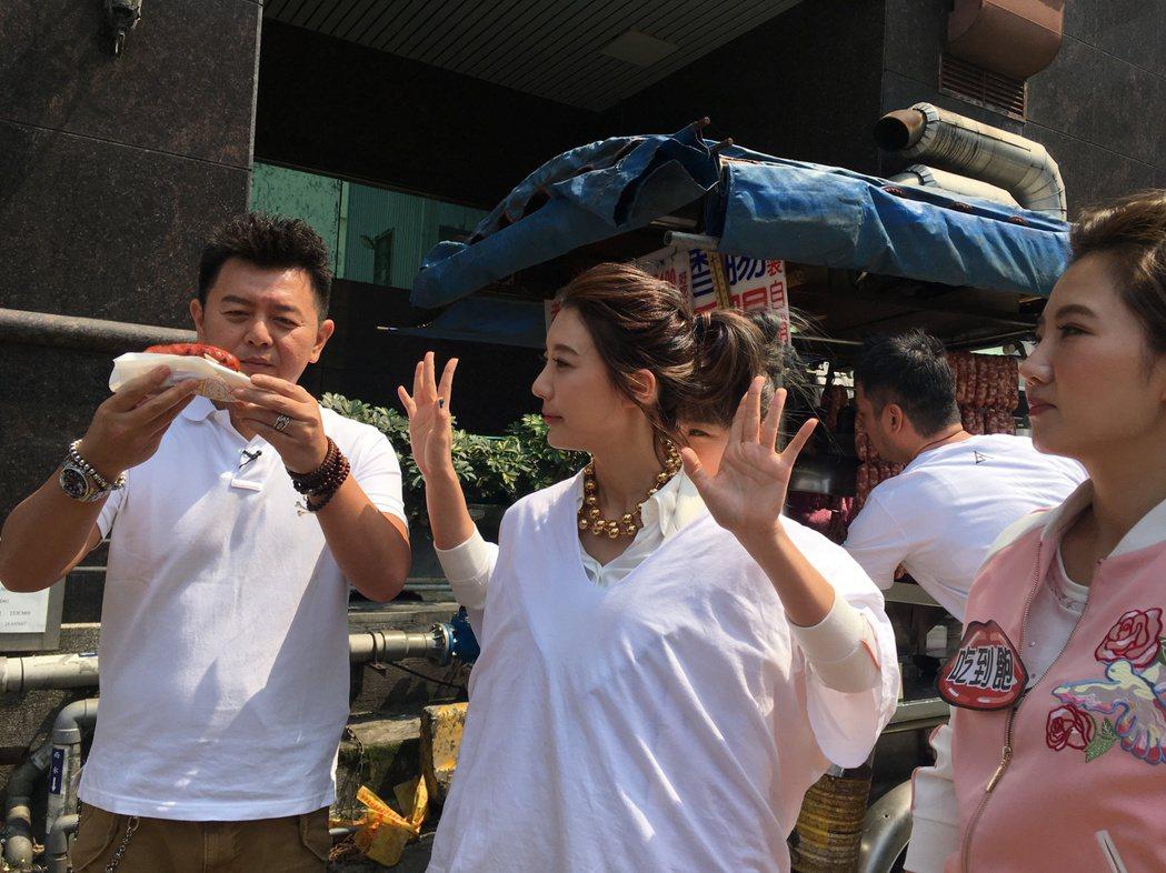 宋米秦被餵食大腸包小腸。圖/衛視中文台提供