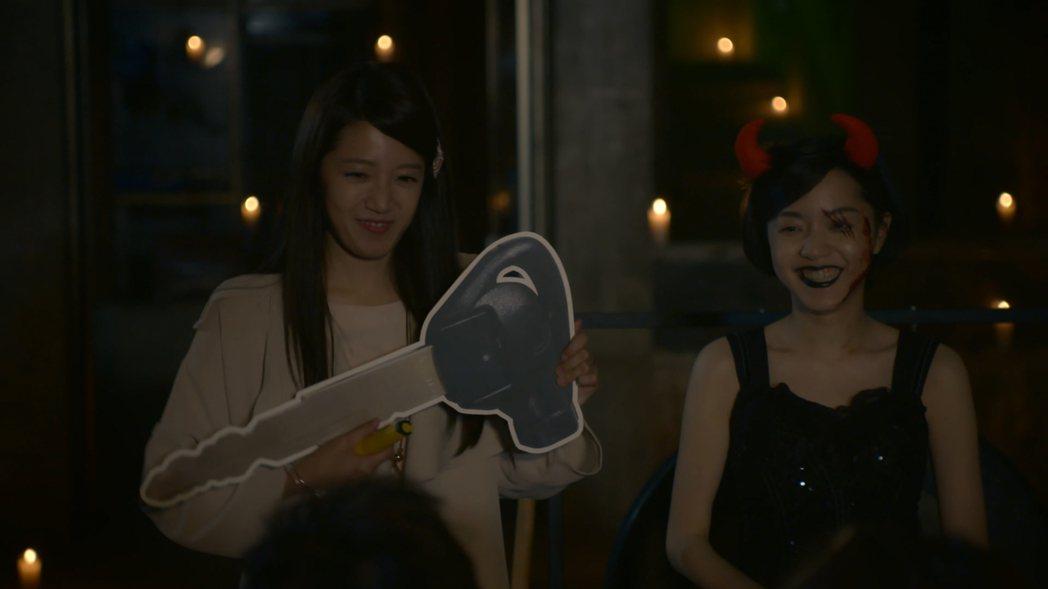 黃薇渟(左)、藍雅芸到廢墟拍戲,不斷地向「好兄弟們」致歉。圖/東森提供