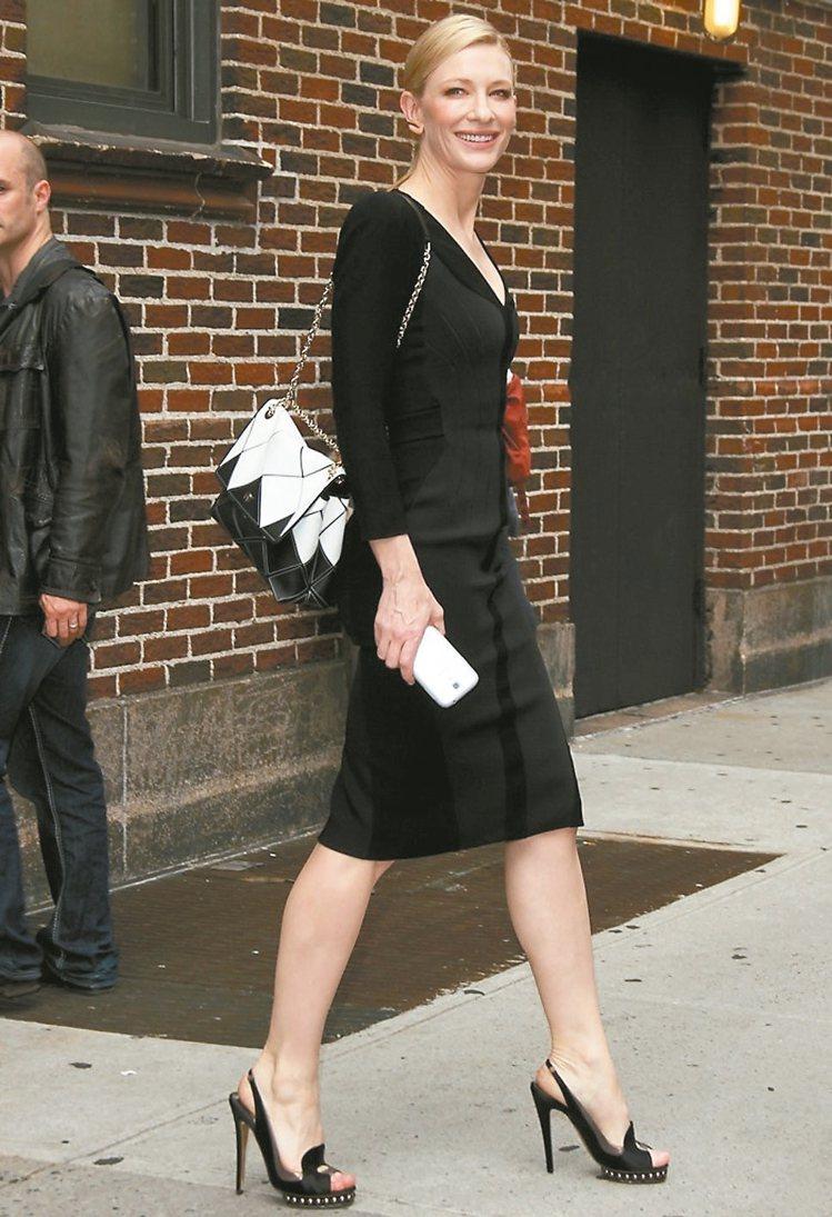 凱特布蘭琪踩Nicholas Kirkwood,優雅無敵。 圖/MINOSHIN...