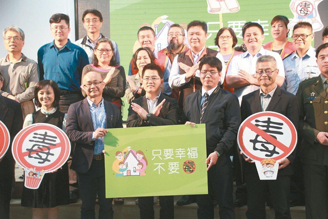 回應聯合報反毒系列報導且有感於台東吸毒人口年齡層下降,台東縣定今年為毒品防制年,...