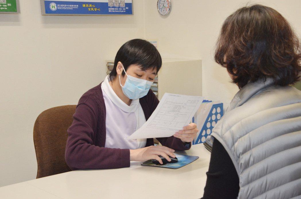 民眾直接到診所就診,再轉診到大醫院的部分負擔將給予優惠。 圖/報系資料照片