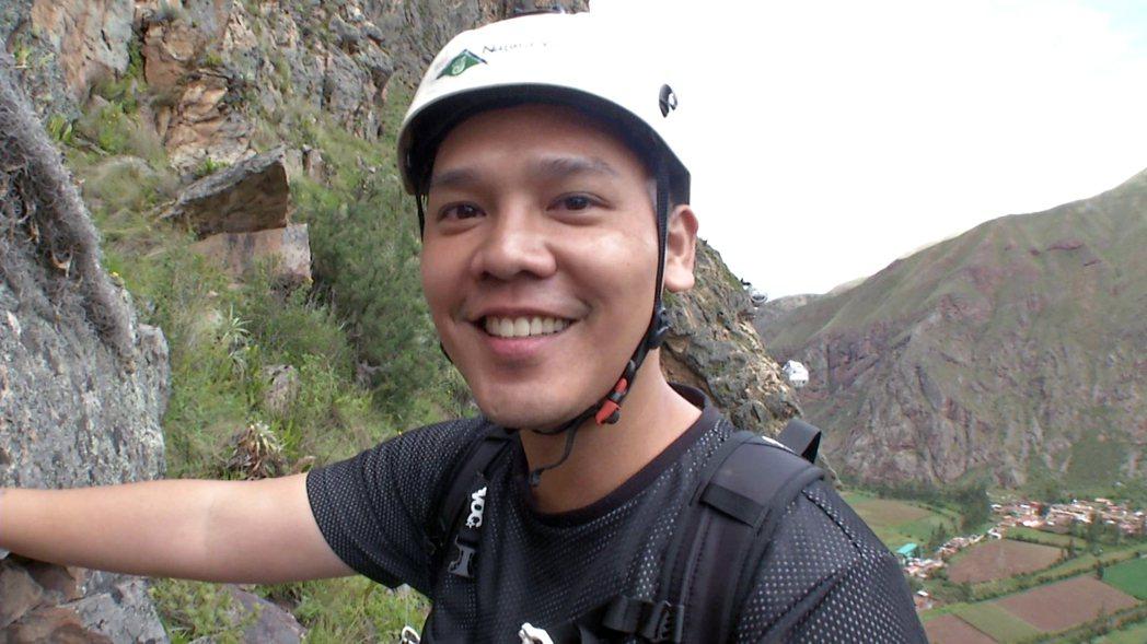 盧學叡成功爬上懸崖。圖/八大電視台提供