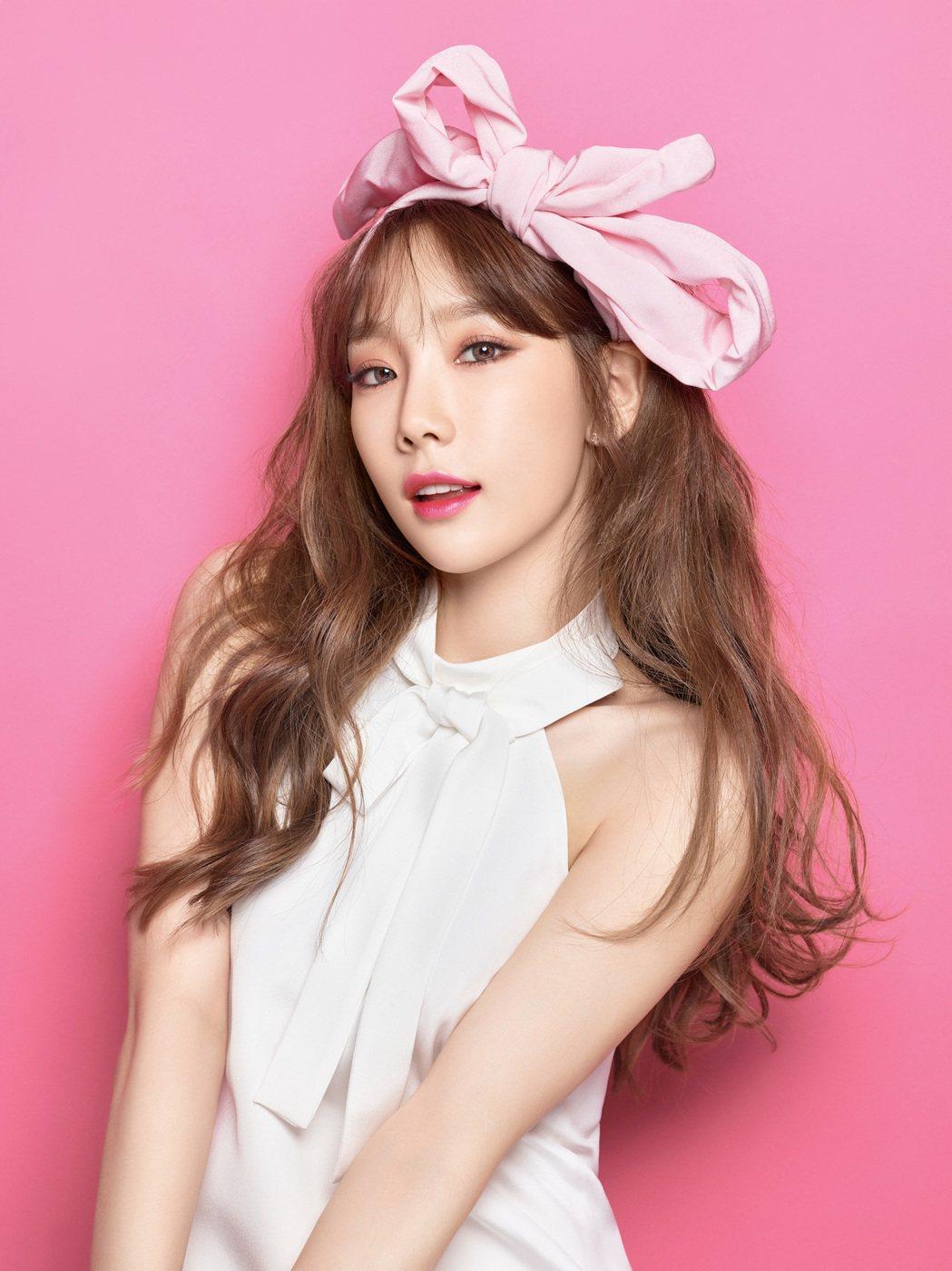 太妍擔任banila co.代言人,親自參與花瓣水吻雙效唇釉的選色。圖/bani