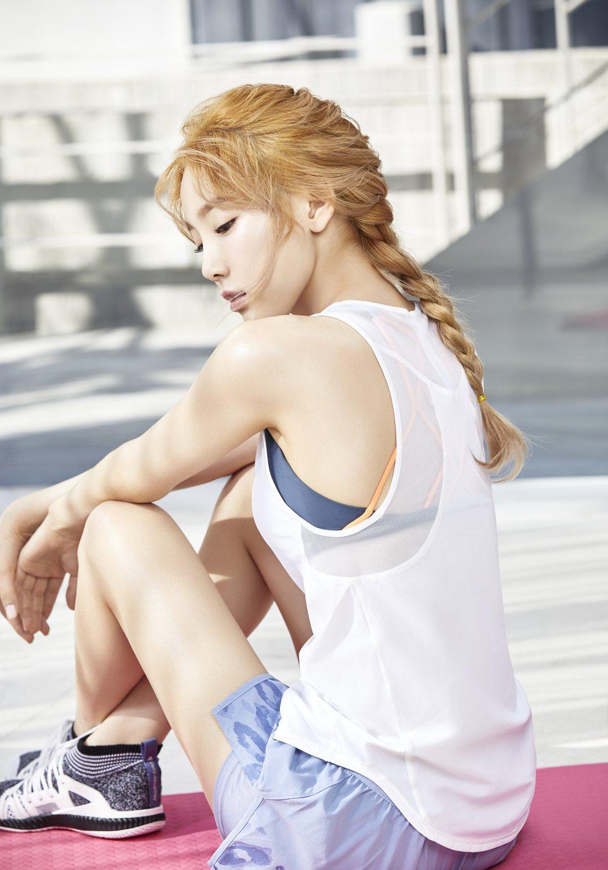 太妍擔任banila co.代言人,最新宣傳照除了甜美風格之外,也有陽光俏皮的一...