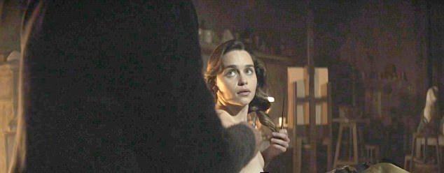 艾蜜莉亞克拉克為情節需要,裸身入鏡,演技頗有好評。圖/摘自Daily Mail