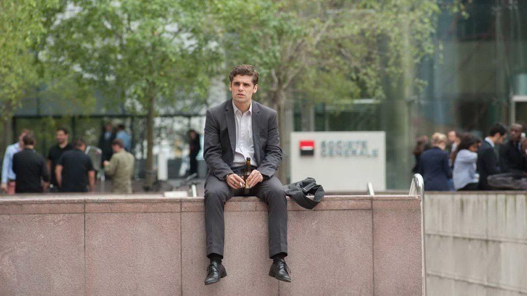法國新銳小生亞瑟杜朋在「巴黎交易員」扮演爭議人物。圖/海鵬提供
