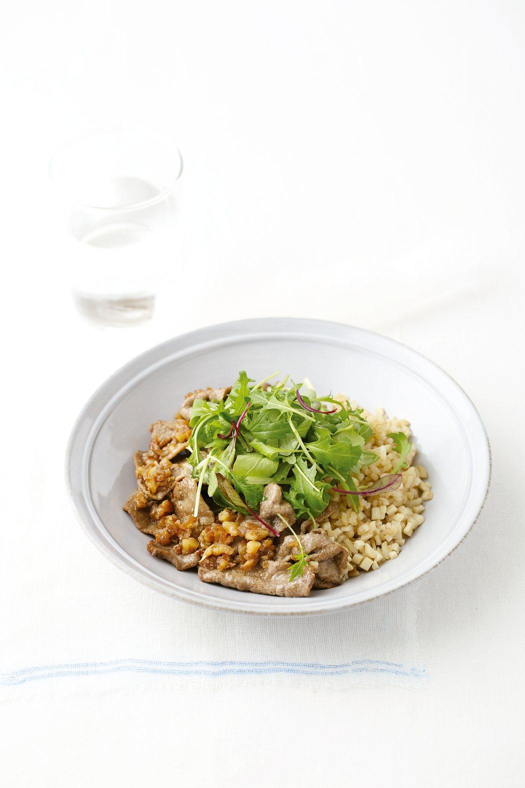 核桃炒牛肉生菜拌飯