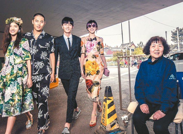 Dolce & Gabbana發表一組「DG愛中國」的廣告惹惱了中國大陸的網民。...