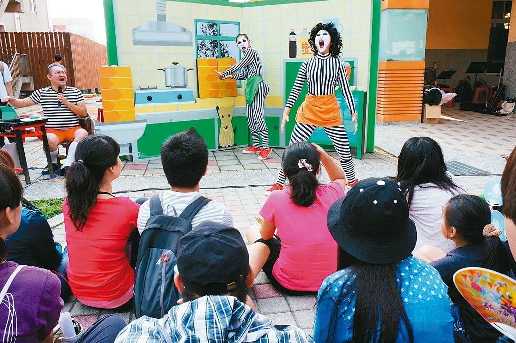 嘉市整合往年所有類型的表演藝術節,舉辦首屆「嘉義藝術節」,在嘉義文創園區揭幕。 ...