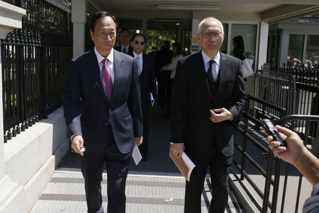 鴻海集團董事長郭台銘28日再度前往美國白宮,早上則與川普有短暫會面。 路透