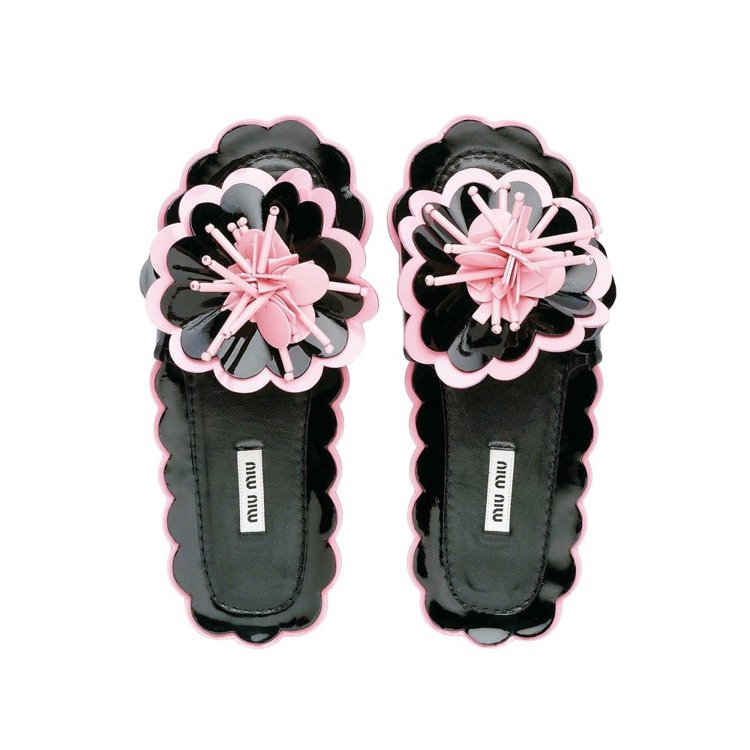 MIU MIU立體花飾夾腳拖鞋,36,500元。圖/MIU MIU提供