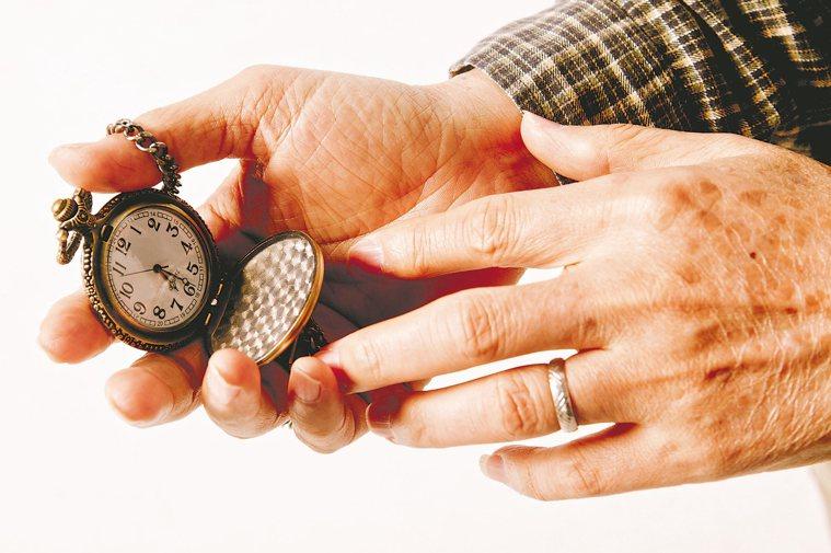 「分段睡6小時,不等於一次睡足6小時。」 報系資料照