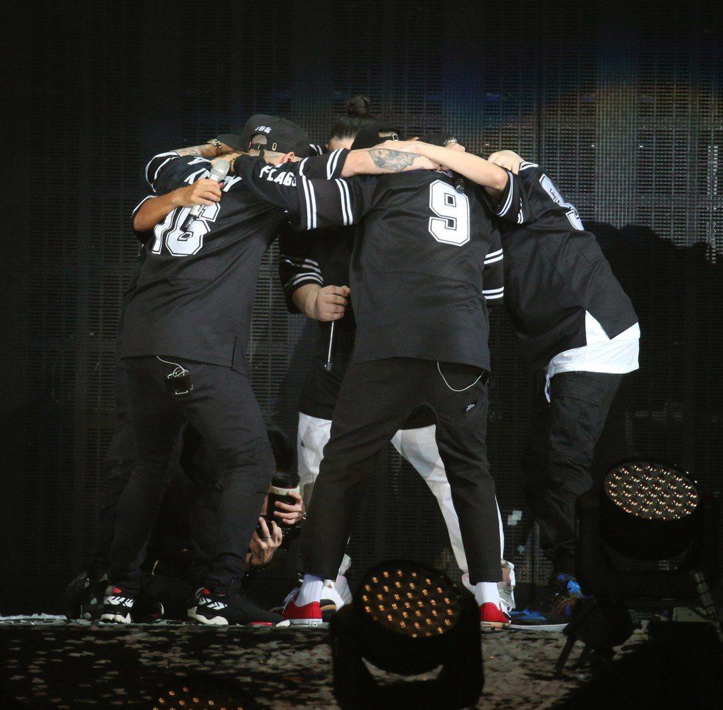 兄弟本色昨天在台北小巨蛋開唱。記者陳瑞源/攝影