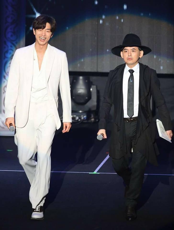 孔劉和黃子佼這張照片被粉絲笑稱宛如七爺八爺,圖/摘自黃子佼臉書