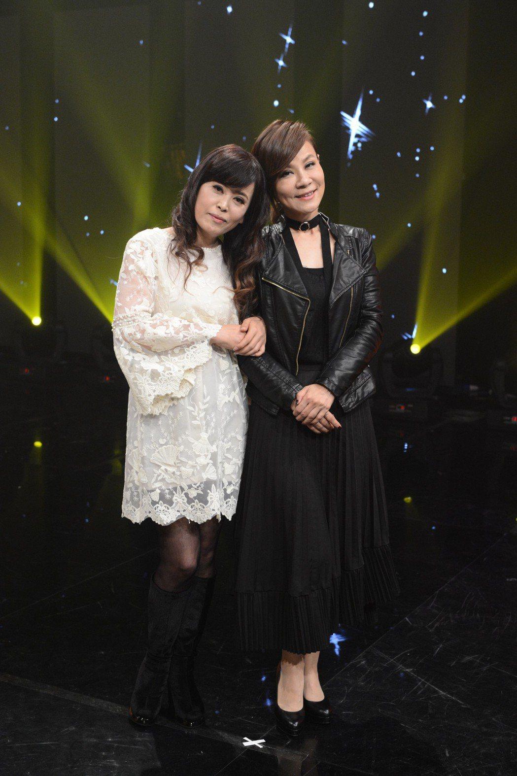 龍千玉(右)和妹妹上八大「最美的歌」。圖/八大提供