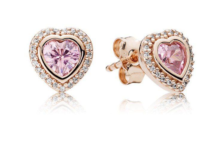 PANDORA Rose玫瑰金粉嫩愛心鋯石耳環,3,380元。圖/PANDORA...