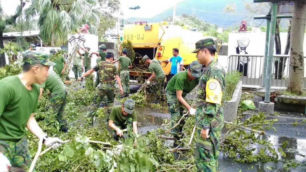 國軍投入救災代墊17億元 縣市一毛未付。 本報資料照片