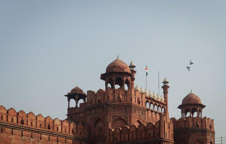 印度首都新德里老城區的紅堡建築局。 新華社