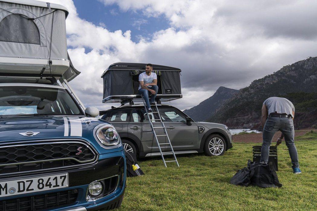 MINI與義大利車頂帳品牌「Autohome」合作,推出了Countryman專...