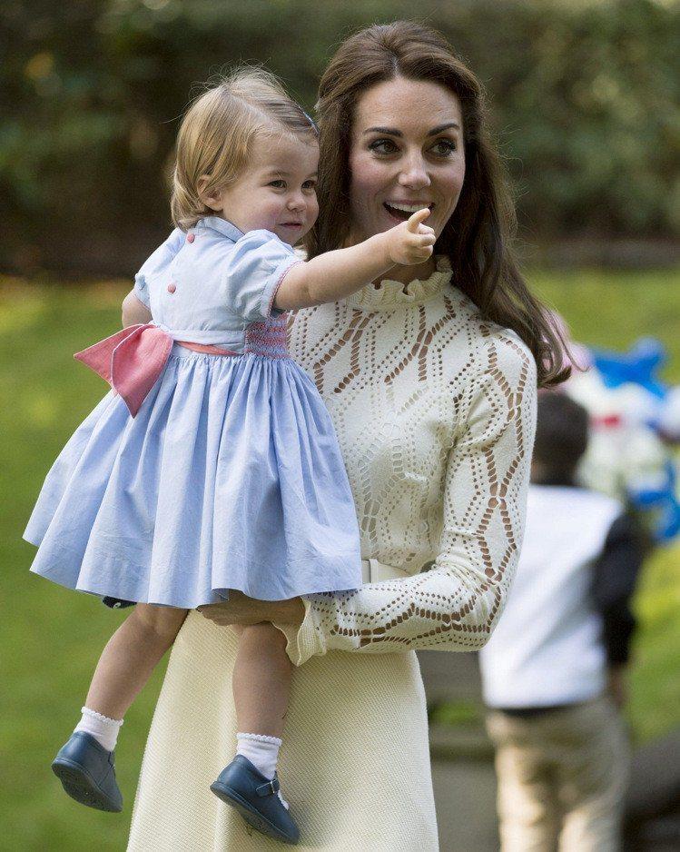凱特王妃與女兒夏綠蒂公主。圖/美聯社