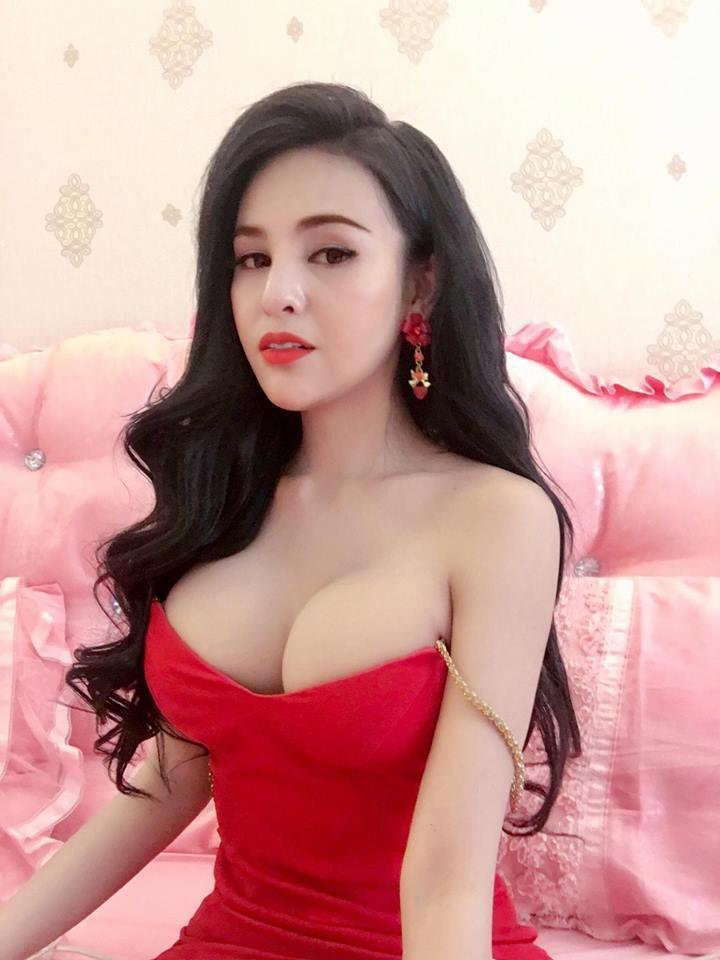 柬埔寨24歲電影女星Denny Kwan因為在臉書上傳自拍照過於性感,被罰一年不