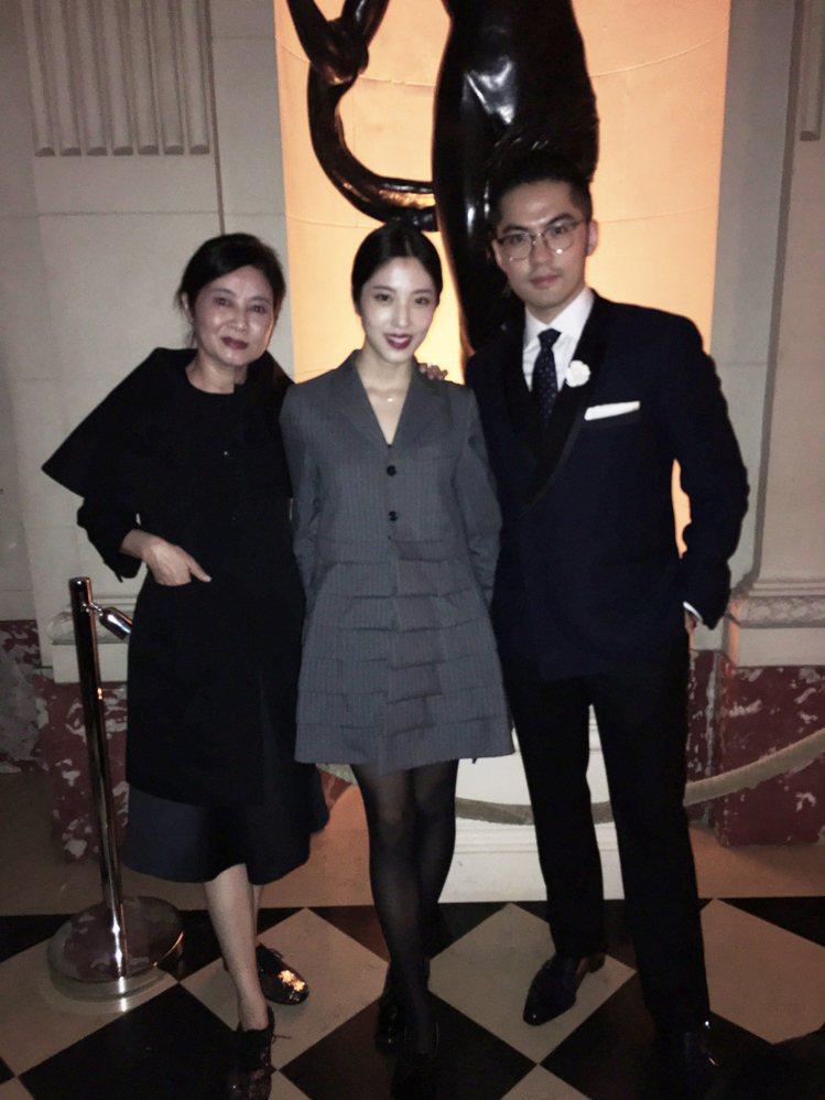 (左起)喜事國際時尚集團執行長馮亞敏、宋安及宋文。圖/團團提供
