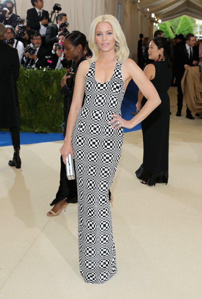 演員伊莉莎白班克斯身穿強調視覺效果的MICHAEL KORS禮服。圖/MICHA...