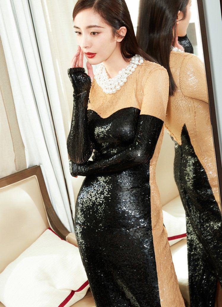 設計師Michael Kors特別為楊冪打造訂製款黑色亮片禮服。圖/MICHAE...