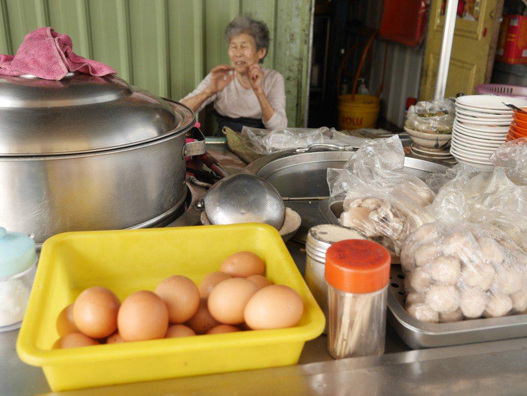 仙洞小吃攤水煮蛋,藏著阿婆40年的承諾。記者吳淑君/攝影