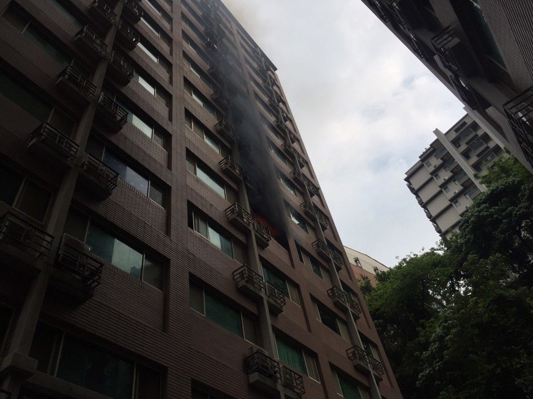 「淡大財庫」共14樓,每層約隔15間出租套房。 記者林昭彰/翻攝