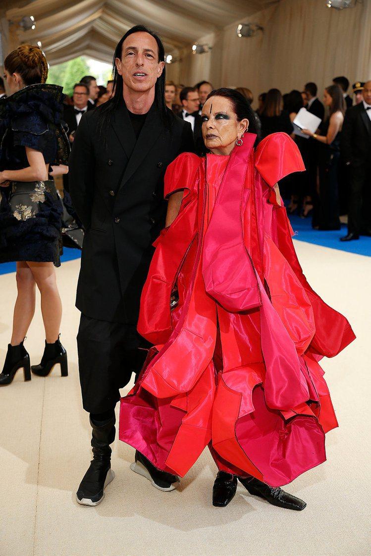 Rick Owens的太太Michele Lamy穿了Comme des Gar...