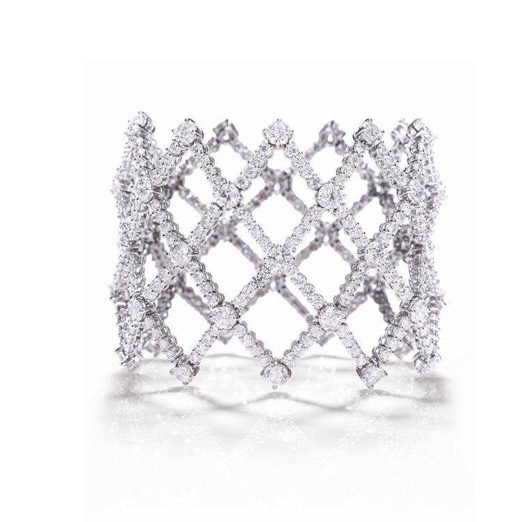 娜歐蜜華茲配戴的海瑞溫斯頓Lattice鑽石手環。圖/海瑞溫斯頓提供