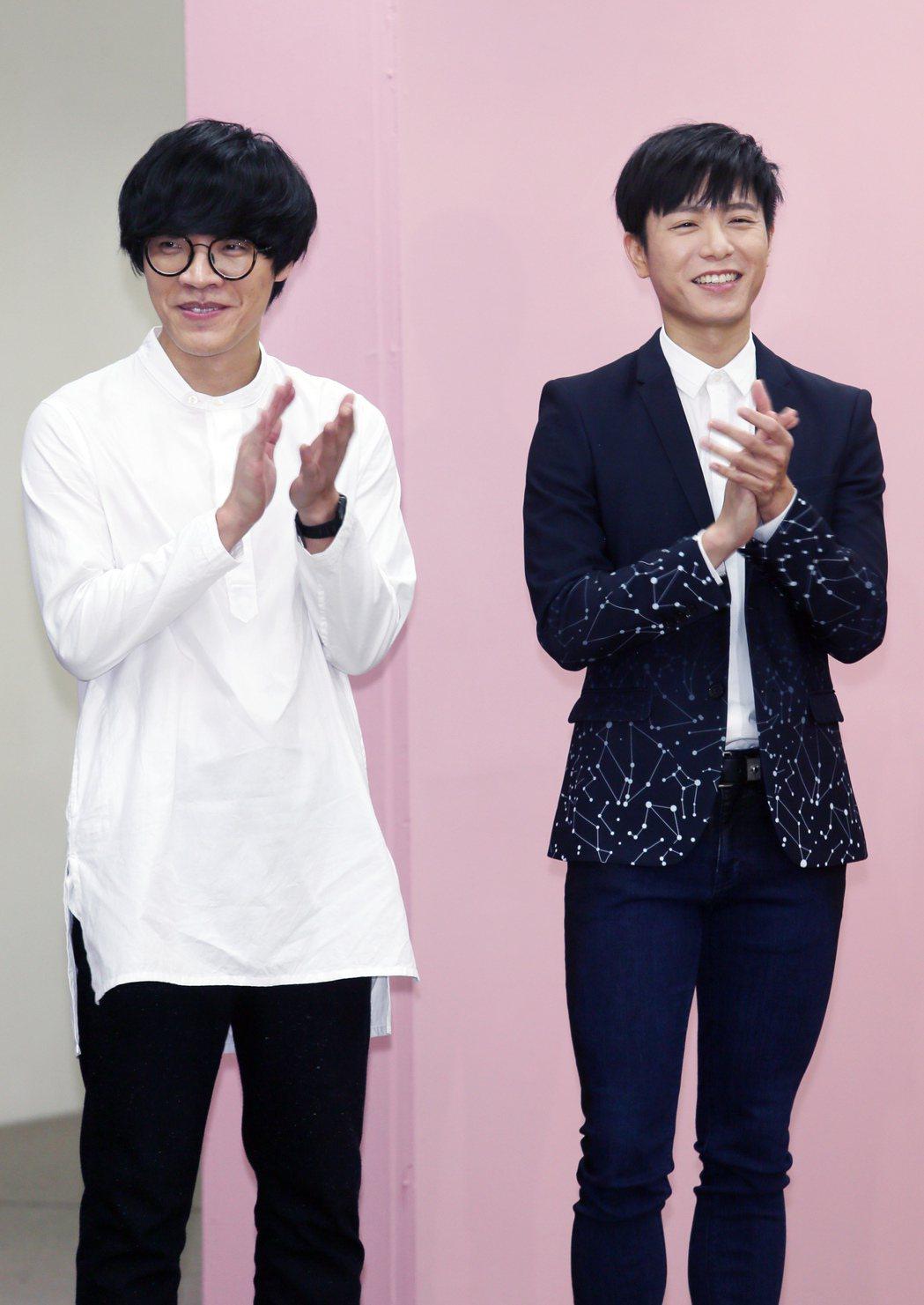 盧廣仲(左)與韋禮安(右)一起出席GMA 2017金曲獎頒獎典禮暨國際音樂節系列...