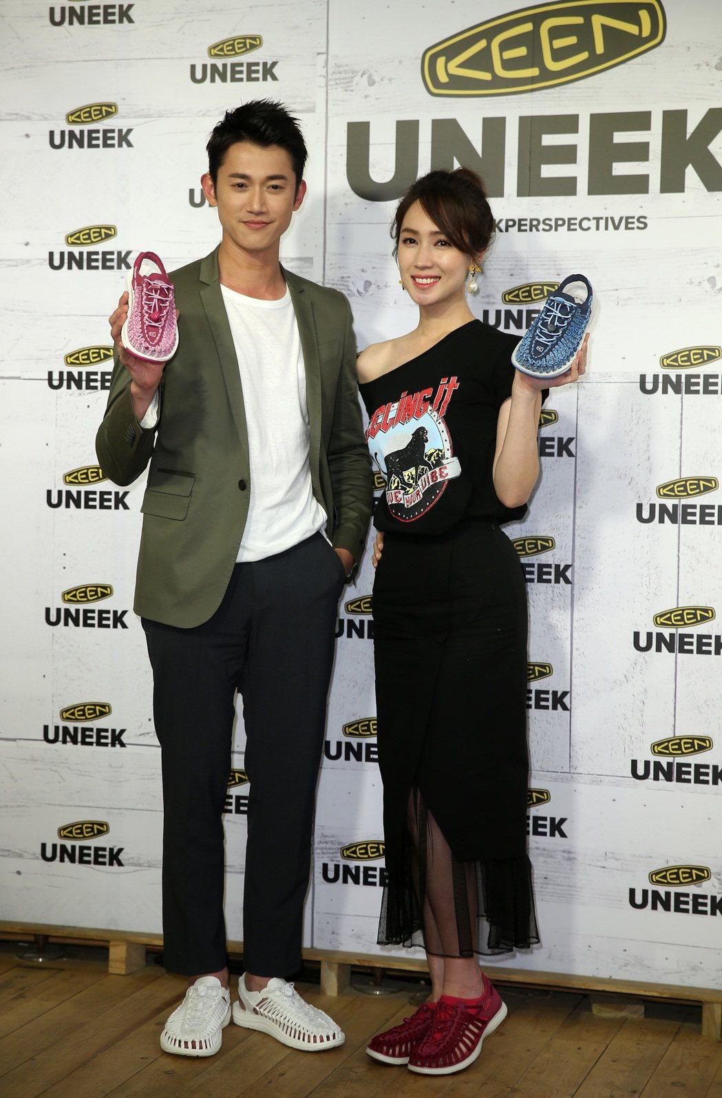 吳慷仁與小薰(黃瀞怡)為戶外品牌機能涼鞋代言。記者曾吉松/攝影