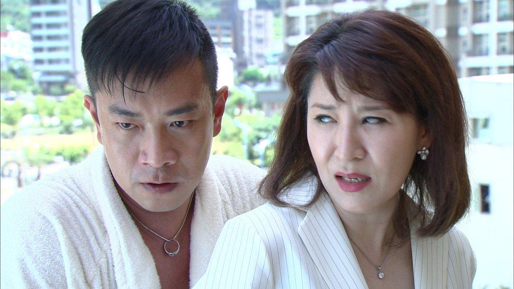 賴青畇(右)在民視「風水世家」的演出。 圖/民視提供