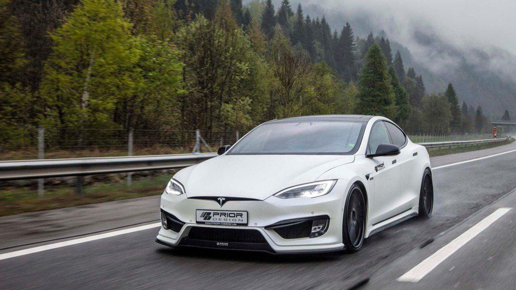 知名改裝廠 Prior Design 針對 Model S 推出新款空力套件,讓這輛「無聲」野獸更加有型。 摘自 Prior Design