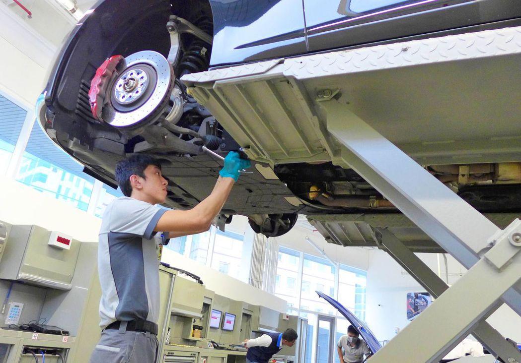 陳子陽從小熱愛汽車,比其他同學更投入。城市科大/提供