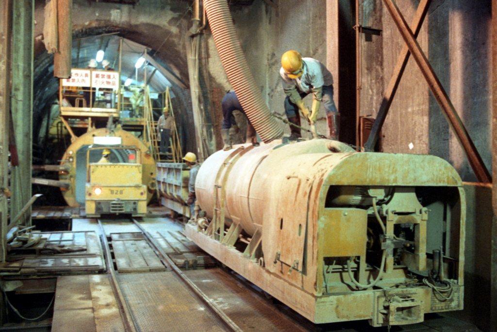 捷運新店線CH221標,由於施工段地質因素影響,引進了新技術新奧工法施工,然而在...